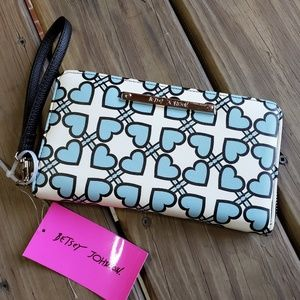 Betsey Johnson Bags - NEW Betsey Johnson Zip Around Wallet / Wristlet